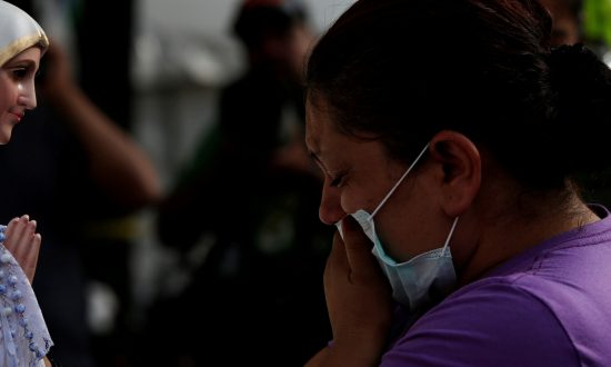 Mexicans Pray as Hope Fades for Quake Victims, Toll Hits 319
