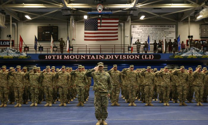 U.S. Army soldiers salute during a welcome-home ceremony after from Iraq on May 17, 2016 at Fort Drum, New York. (John Moore/Getty Images)