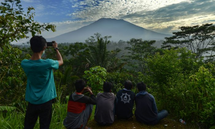 Indonesia's Mt Agung volcano sparks fears of an exodus from Bali