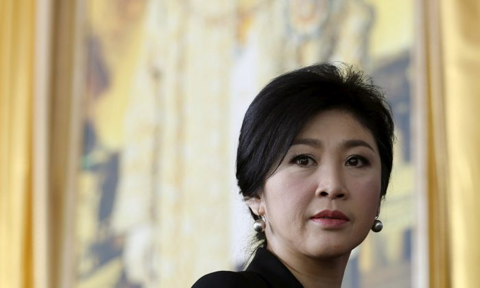 Ousted former Thai Prime Minister Yingluck Shinawatra arrives at the criminal court in Bangkok, Thailand on Sept. 29, 2015. (REUTERS/Chaiwat Subprasom/File Picture)