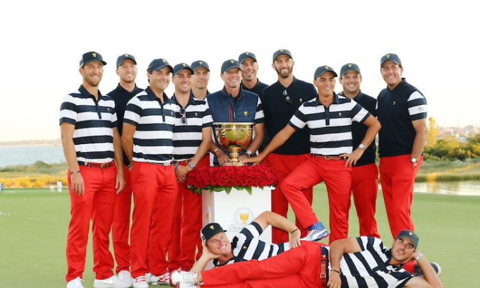 The U.S. team celebrates with the trophy after defeating the International team in the Presidents Cup at Liberty National Golf Club in Jersey City, New Jersey on Oct. 1, 2017. (Elsa/Getty Images)