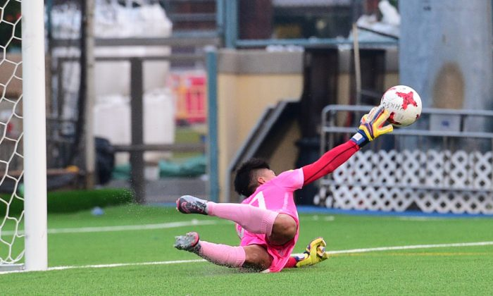 Fukien goalie makes a spectacular save during their 1-1 result against Lucky Mile in division 2 of the HKFA league on Sunday Sept 17, 2017. (Bill Cox/Epoch Times)