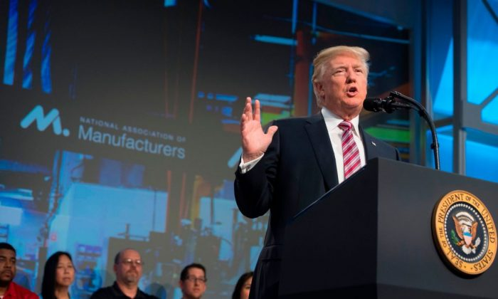 U.S. President Donald Trump speaks to the National Association of Manufacturers in Washington, DC, Sept. 29, 2017. (SAUL LOEB/AFP/Getty Images)