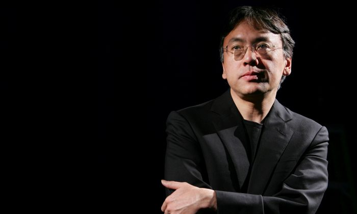 Author Kazuo Ishiguro photographed during an interview with Reuters in New York on April 20, 2005. (REUTERS/Mike Segar/File Photo)