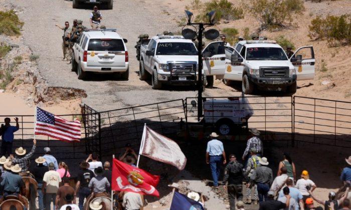 FILE PHOTO: Protesters gather at the Bureau of Land Management's base camp near Bunkerville, Nevada April 12, 2014. (Reuters/Jim Urquhart/File Photo)