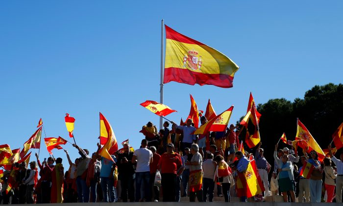 People wave Spain´s flag at a pro-union demonstration in Madrid, October 7, 2017. (Reuters/Javier Barbancho)