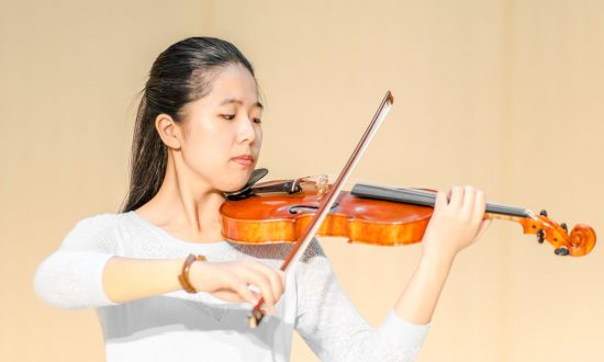 Violin Virtuoso Returns to Carnegie Hall With Shen Yun Symphony Orchestra
