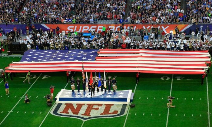 Singer Idina Menzel sings the national anthem prior to Super Bowl XLIX between the New England Patriots and the Seattle Seahawks at University of Phoenix Stadium in Glendale, Ariz., on Feb. 1, 2015. (Jamie Squire/Getty Images)