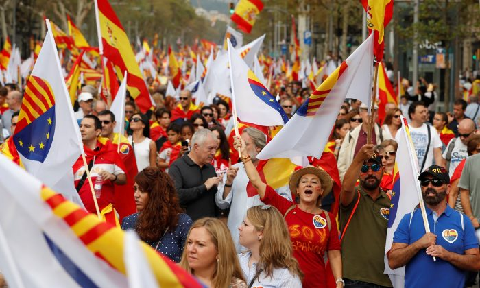 People shout slogans during Spain's National Day in Barcelona, Spain, Oct. 12, 2017. (Reuters/Gonzalo Fuentes)
