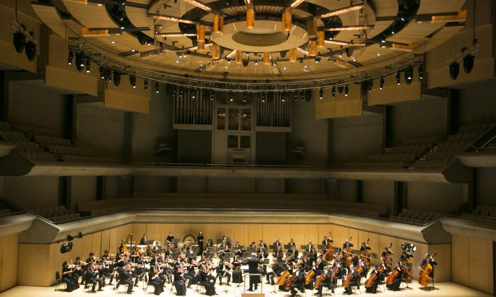 The Shen Yun Symphony Orchestra performs at Roy Thomson Hall in Toronto on Oct. 11, 2017. (Evan Ning/The Epoch Times)