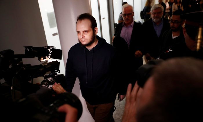 Joshua Boyle walks through the airport after arriving with his wife and three children at Toronto Pearson International Airport, nearly 5 years after he and his wife were abducted in Afghanistan in 2012 by the Taliban-allied Haqqani network, in Toronto, Ontario, Canada, October 13, 2017. (Reuters/Mark Blinch)