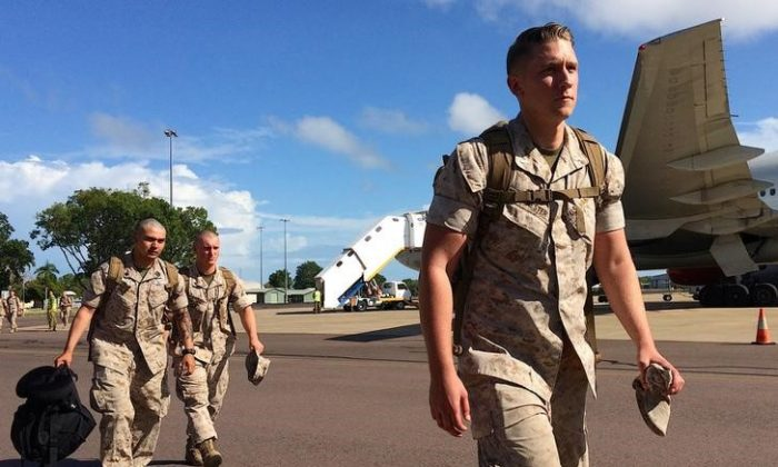 U.S. Marines walk after disembarking a plane after they arrived for the sixth annual Marines' deployment at Darwin in northern Australia, April 18, 2017. (Reuters/Tom Westbrook)