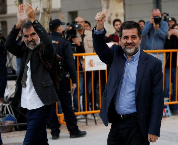 Jordi Cuixart (L), leader of Omnium Cultural, and Jordi Sanchez of the Catalan National Assembly (ANC), arrive to the High Court in Madrid, Spain, October 16, 2017. (Reuters/Javier Barbancho)