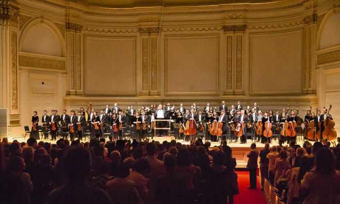 The Shen Yun Symphony Orchestra at the end of their afternoon concert at Carnegie Hall, in New York, on Oct. 15, 2017. (Larry Dye/The Epoch Times)