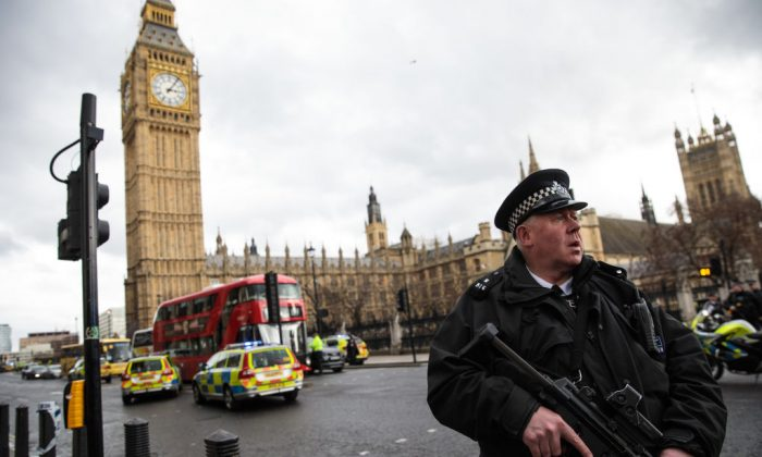 An armed police officer stands guard near Westminster Bridge and the Houses of Parliament in London on March 22, 2017, following a terrorist incident. (Jack Taylor/Getty Images)