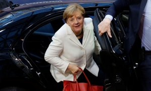 Merkel Sends Positive Signal to May on Brexit Talks