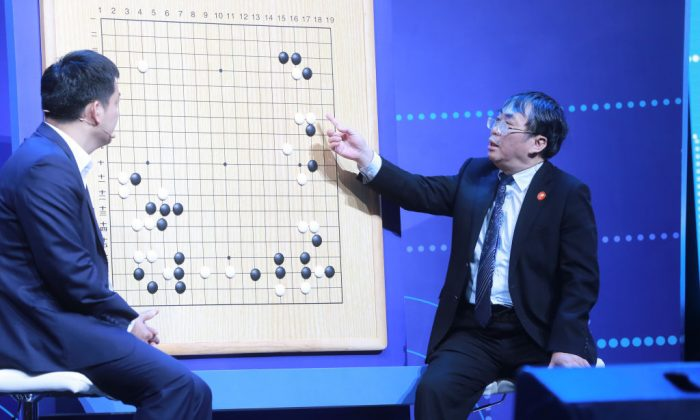 Experts review moves during the Go match between 19-year-old Ke Jie and Google's artificial intelligence program AlphaGo in Wuzhen, in eastern China's Zhejiang Province on May 27, 2017. 