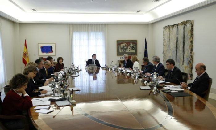 Spain's Prime Minister Mariano Rajoy heads a special cabinet meeting at the Moncloa Palace in Madrid, Spain, October 21, 2017. (Reuters/Juan Carlos Hidalgo/Pool)