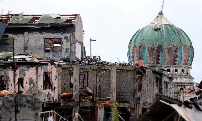 Damaged houses and buildings are seen after government troops cleared the area from pro-ISIS insurgent groups inside the war-torn area in Saduc proper, Marawi city, southern Philippines Oct. 22, 2017.  (Reuters/Romeo Ranoco)
