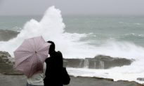 Typhoon Leaves Flooding, Four Dead in Japan Before Moving out to Sea