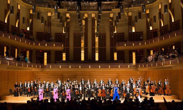 The Shen Yun Symphony Orchestra at the Music Center at Strathmore on Oct. 22, 2017. (Lisa Fan/The Epoch Times)
