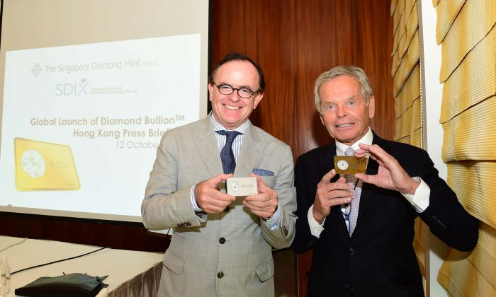 (L-R) Alain Vendenborre, Executive Director, and Simon Murray, Vice Chairman of The Singapore Diamond Mint Company holding sample Diamond Bullion at the launch briefing, at the Conrad Hotel, Hong Kong on Oct 12, 2017 (Bill Cox/Epoch Times)