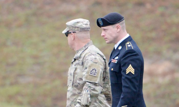 U.S. Army Sgt. Robert Bowdrie 'Bowe Bergdahl' is escorted into the Fort Bragg military courthouse for his sentencing hearing on Oct. 23, 2017. (Sara D. Davis/Getty Images)