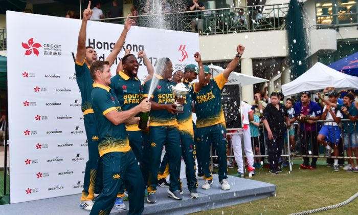 South Africa celebrate winning the Hong Kong World Cricket Sixes Cup following completion of the 2 day tournament at KCC on Sunday Oct 29, 2017 (Bill Cox/Epoch Times).