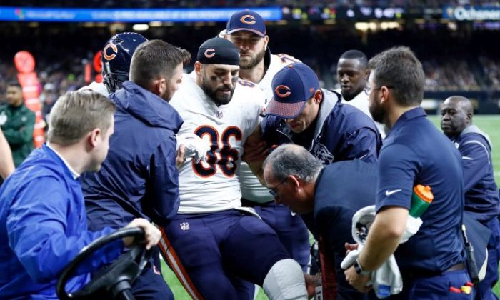 Zach Miller No. 86 of the Chicago Bears is helped off the field after sustaining an injury during the third quarter against the New Orleans Saints at the Mercedes-Benz Superdome on Oct. 29, 2017, in New Orleans.  (Wesley Hitt/Getty Images)