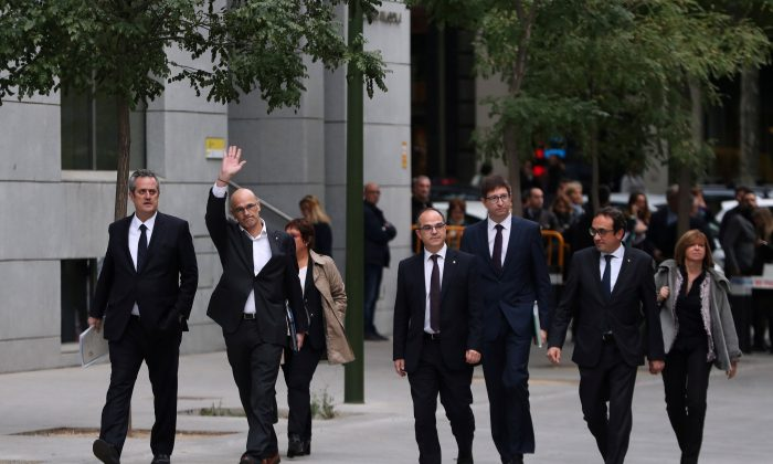 Dismissed Catalan Foreign Affairs chief Raul Romeva waves as he arrives with other dismissed cabinet members at Spain's High Court after being summoned to testify on charges of rebellion, sedition and misuse of public funds for defying the central government by holding a referendum on secession and proclaiming independence, in Madrid, Spain, November 2, 2017. (REUTERS/Susana Vera)