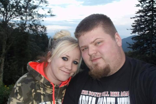 Samantha Malohn (L) and her fiance, Rodney Pollitt Jr. (R), who were killed along with three children Hailey, Brenden, and Cailie in a head-on collision. (GoFundMe)