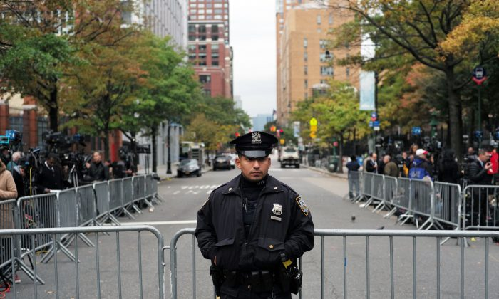 A police officer secures an area near the site of a terror attack in New York on November 1, 2017. (Jewel Samad/AFP/Getty Images)