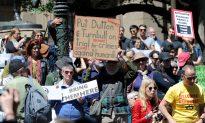 Australia Turns Down NZ Offer to Take Asylum Seekers Barricaded Inside Camp