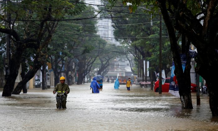 People go along flooded road after typhoon Damrey hits Vietnam in Hue city, Vietnam Nov. 5, 2017. (REUTERS/Kham)