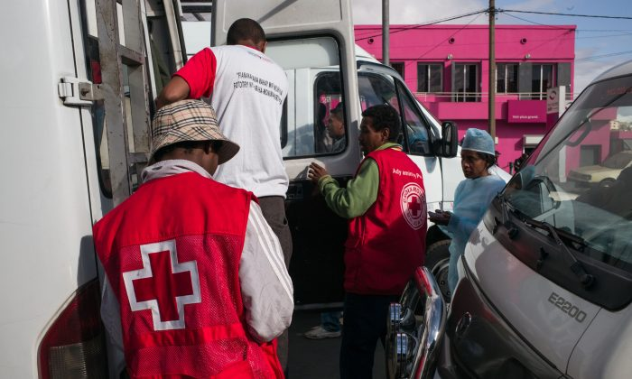 Doctors and nurses from The Ministry of Health and officers of the Malagasy Red Cross staff a healthcare checkpoint in the Ampasapito district in Antananarivo, Madagascar, on Oct. 5, 2017. (RIJASOLO/AFP/Getty Images)