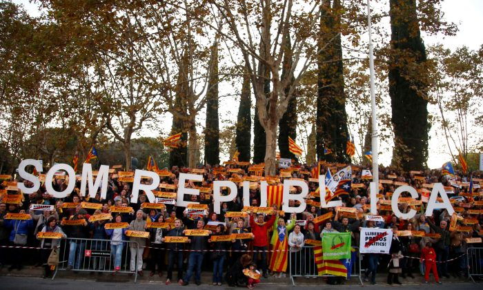 "Protesters take part in a demonstration called by pro-independence asociations asking for the release of jailed Catalan activists and leaders, in Barcelona, Spain, November 11, 2017. The sign reads ""We are a republic."" (Reuters/Javier Barbancho)"