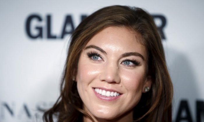 "Soccer player Hope Solo arrives for the ""Glamour Women of the Year Awards"" in the Manhattan borough of New York, Nov 9, 2015. (REUTERS/Carlo Allegri)"