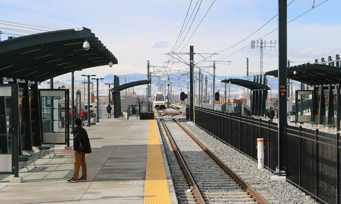 "The R line light rail platform at Peoria Station in Aurora, Colorado. (""The R-line platforms at Peoria Station."" by Jeffrey Beall/Wikipedia [CC BY 4.0 (ept.ms/2htXG3C)])"