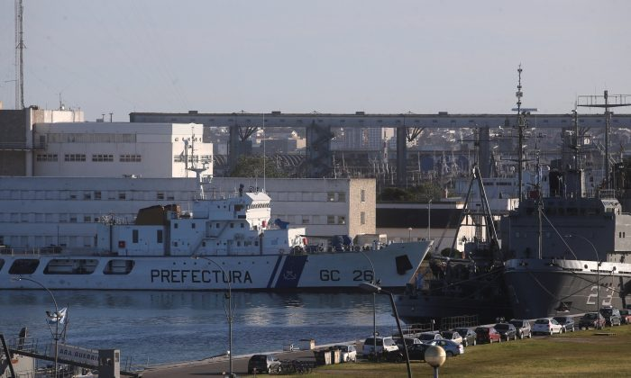 An Argentine Coast Guard ship is seen at at the naval base where the missing at sea ARA San Juan submarine sailed from, in Mar del Plata, Argentina November 18, 2017. (Reuters/Marcos Brindicci)