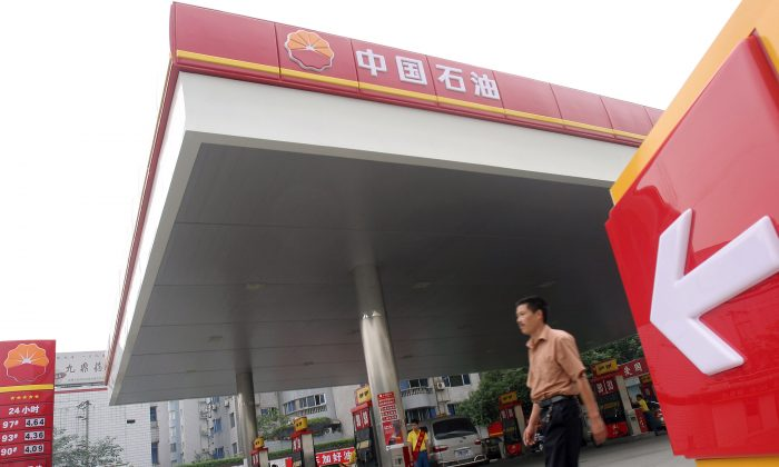 A gas station of the state-owned oil company PetroChina in Chengdu, Sichuan Province, on Aug. 25, 2005. (China Photos/Getty Images)