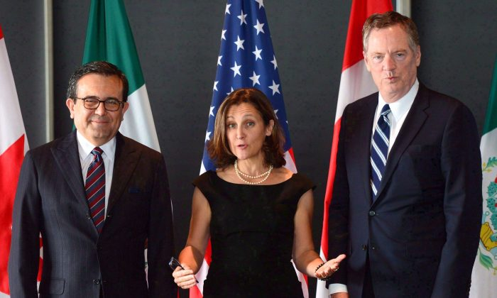 Minister of Foreign Affairs Chrystia Freeland with Mexico's Secretary of Economy Ildefonso Guajardo Villarreal (L) and U.S. Trade Representative Robert Lighthizer during the final day of of NAFTA negotiations in Ottawa on Sept. 27, 2017. (The Canadian Press/Sean Kilpatrick)