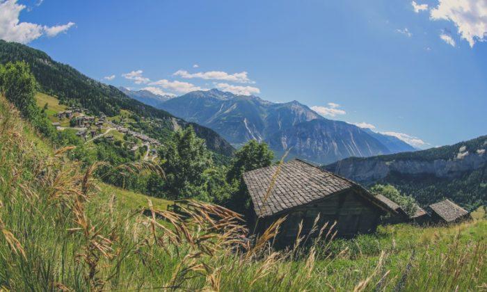 The village of Albinen in the summer. (Leukerbad 365)