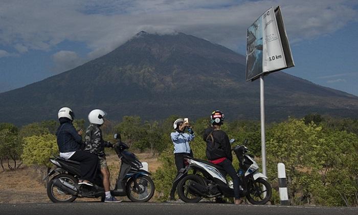 Bali flights on schedule as Agung volcano erupts