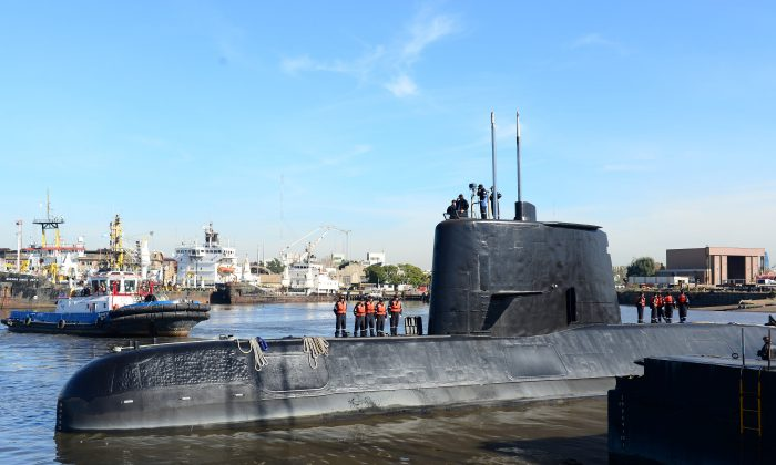 The Argentine military submarine ARA San Juan and crew are seen leaving the port of Buenos Aires, Argentina June 2, 2014. Picture taken on June 2, 2014. (Armada Argentina/Handout via REUTERS)