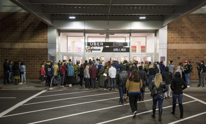 People line up for Black Friday sales outside the Mall of America in Bloomington, Minnesota, before it opens on Nov. 24, 2017. (Stephen Maturen/Getty Images)