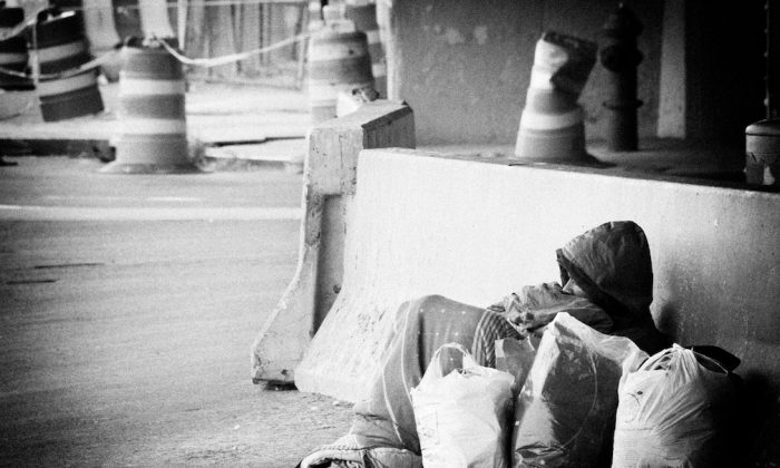 """(""""Homeless New York 2008"""" by JMSuarez/Flickr [CC BY 2.0 (ept.ms/2haHp2Y)])"""