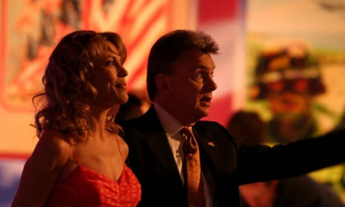 Pat Sajak and Vanna White (United States Marine Corps / Public Domain)