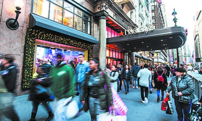 Macy's Herald Square in New York on Nov. 21. (BENJAMIN CHASTEEN/THE EPOCH TIMES)