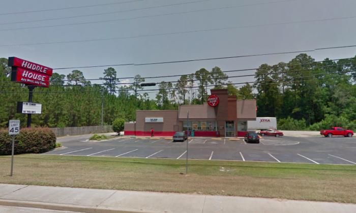 Huddle House at Douglas, Ga., where a veteran had dined. (Screenshot via Google Maps)