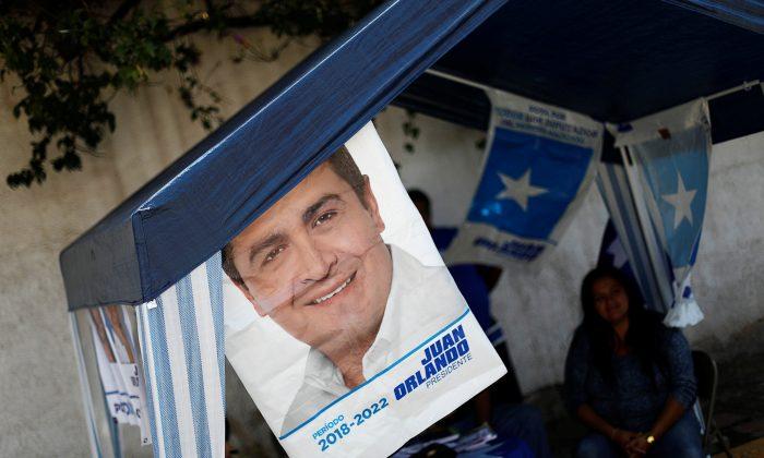 Electoral advertising of Honduras President and National Party candidate Juan Orlando Hernandez is seen ahead of the November 26 presidential election in Tegucigalpa, Honduras, November 24, 2017.  (Reuters/Edgard Garrido)